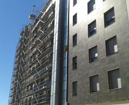 Rehabilitación de Fachada de Edificio de viviendas y garaje. A Lastra